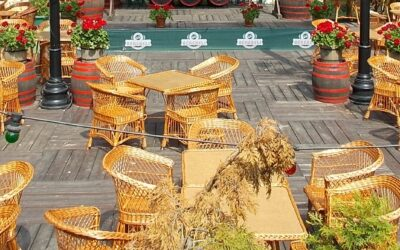 Smoking and non-smoking outdoor options for pubs, cafes and restaurants